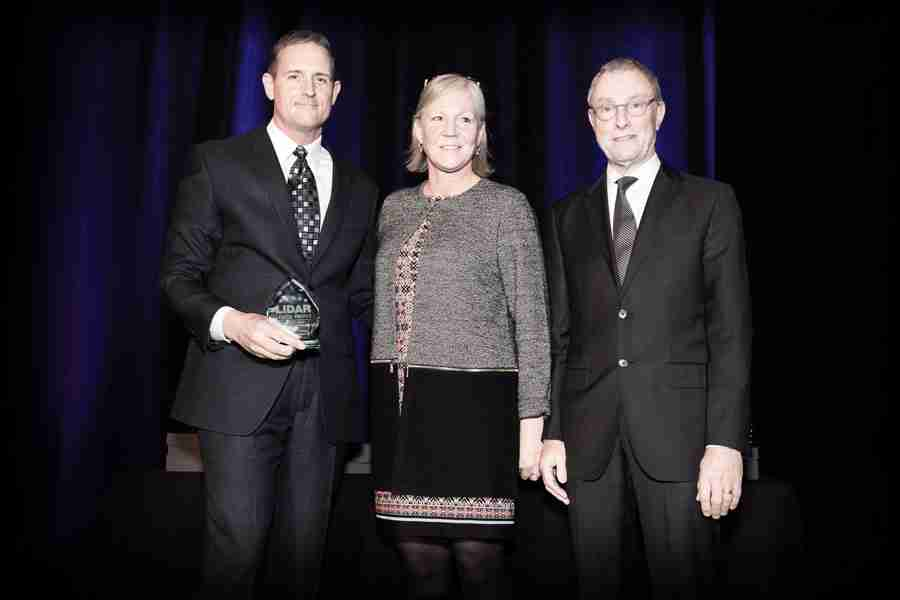 Dr. Barry Behnken Receiving ILMF Outstanging Innovation Lidar Award